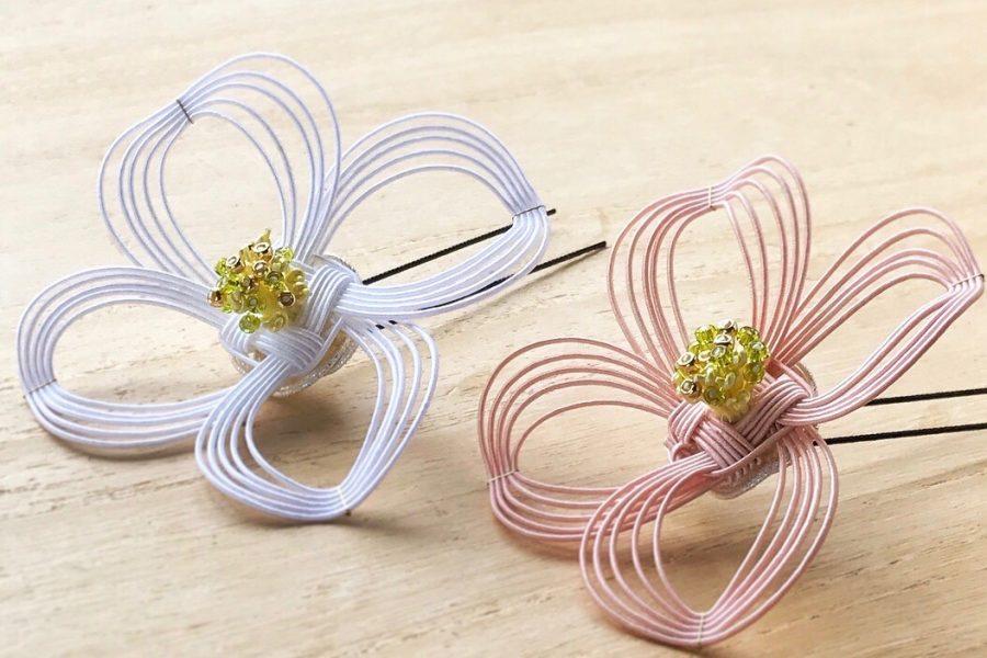 ハナミズキの花を、水引らしい繊細なラインで表現した髪飾り。コサージュバージョンも。